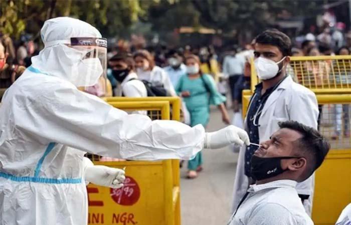COVID-19 In India: 24 घंटे में मिले 30 हजार केस, 422 मरीजों की हुई मौत