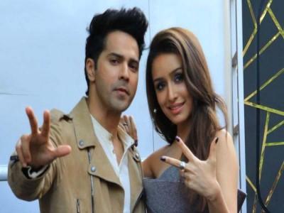 वरुण धवन और श्रद्धा कपूर ने दिल्ली में किया फिल्म 'स्ट्रीट डांस 3डी' का गाना लॉन्च