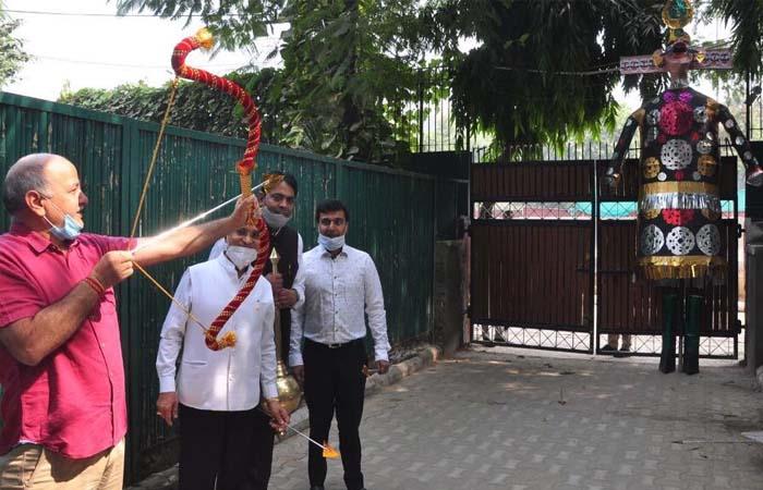 लव कुश रामलीला कमेटी के तत्वाधान में उप मुख्यमंत्री मनीष सिसोदिया के सरकारी आवास पर प्रतीकात्मक रूप से दिल्ली में मनाया गया विजय दशमी का पर्व
