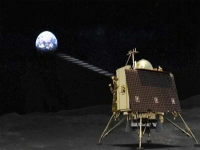 चांद पर अंधेरा छाने के साथ ही अंधेरे में है लगभग Chandrayaan-2 के लैंडर 'विक्रम' से संपर्क की संभावना