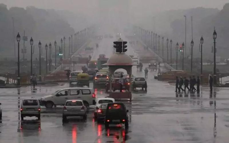 Weather Updates: दिल्ली-एनसीआर में बारिश ने दी राहत, उमस से मिली निजात