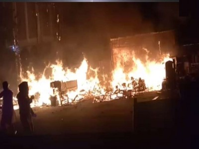 दिल्ली: शाहीनबाग में लगी भीषण आग, आसपास था बड़ा रिहायशी इलाका